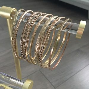 Jewelry - Set of 8 gold bangles
